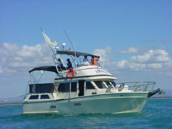 Polaris 36' Duel helm Flybridge Cruiser