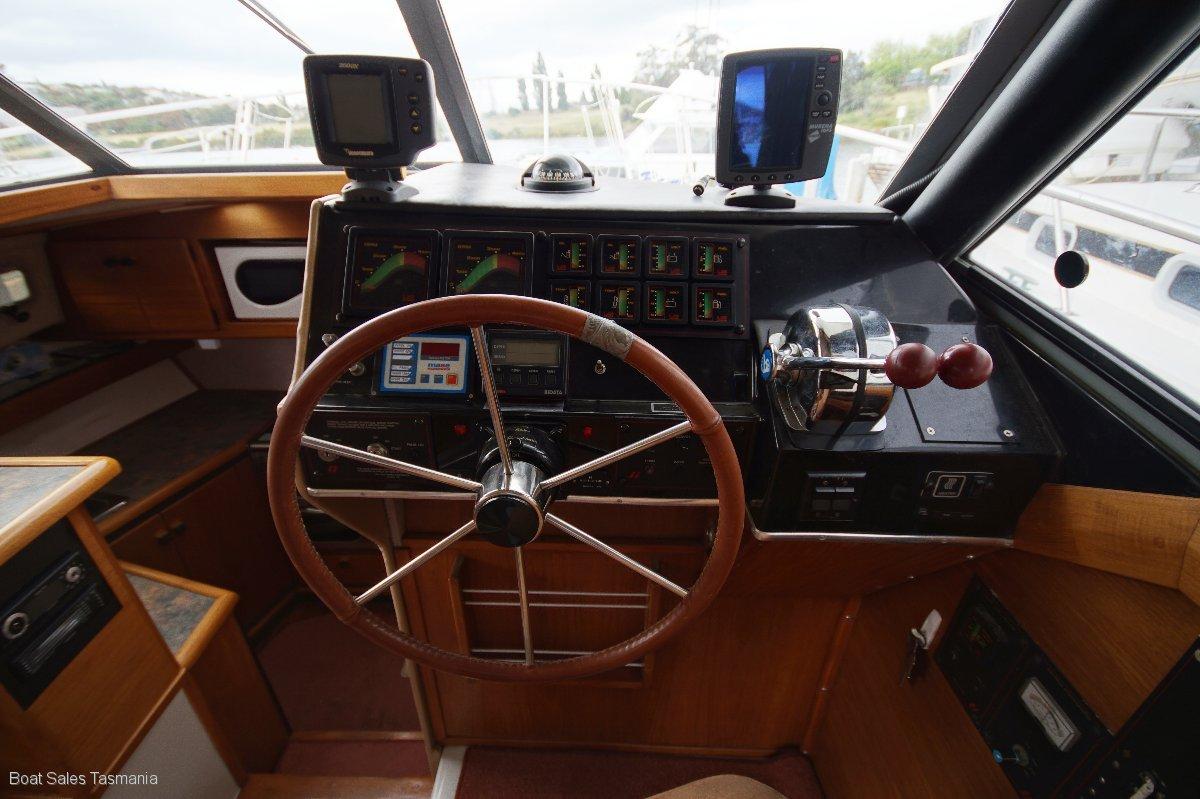 "Bayliner 3270 Fly Bridge Cruiser ""Moonlight"""