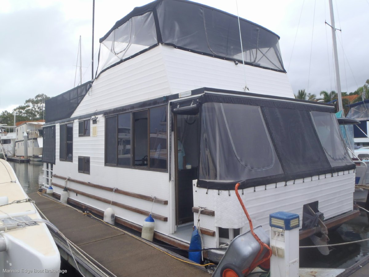 BROADWATERCRAFT 34 HOUSEBOAT IN SURVEY
