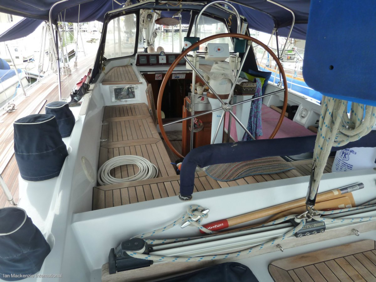 Tayana 55 - Centre Cockpit Performance Sailing Yacht