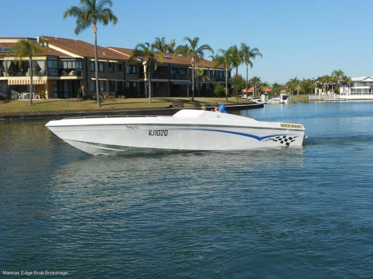 BAJA 9.7 METRES OUTLAW SPORTSBOAT WITH TRUCK