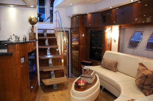 Sea Ray 460 Express Cruiser - Motor Yacht