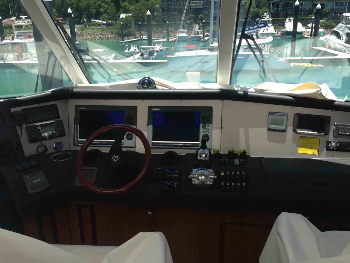 Riviera G11 Enclosed Flybridge