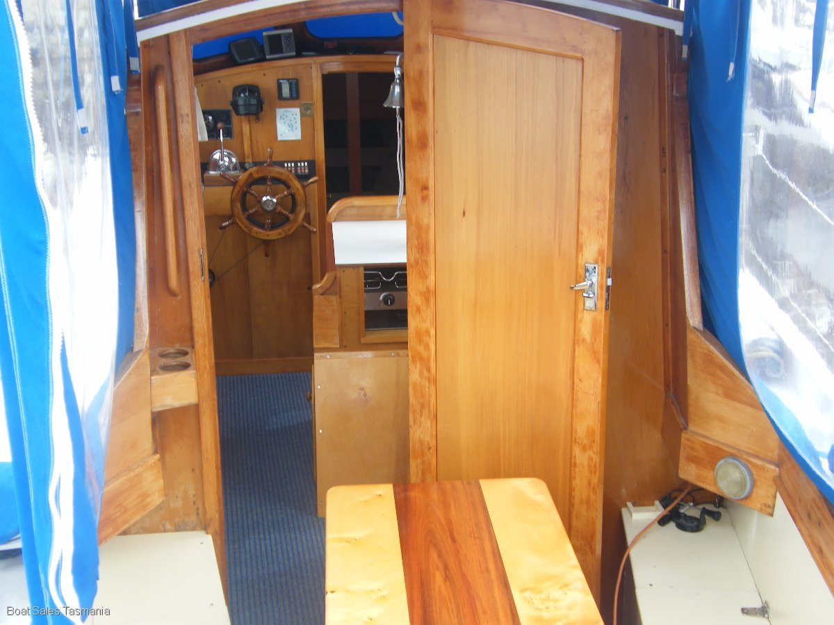 "Classic Timber Motorsailer ""Tikanti"""
