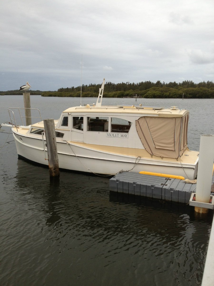 Carvel 26 TIMBER PLANKED CABIN CRUISER