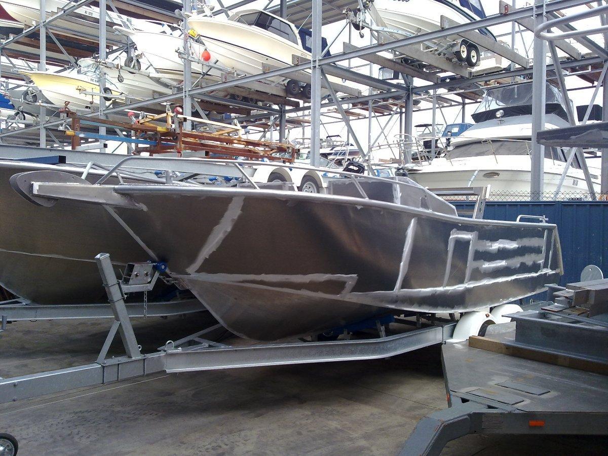 Oceanic Fabrication 6.1 Bowrider