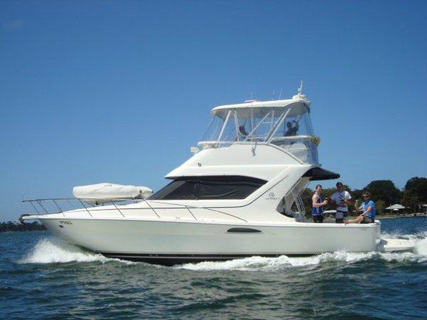 Mariner 3850 Flybridge Cruiser