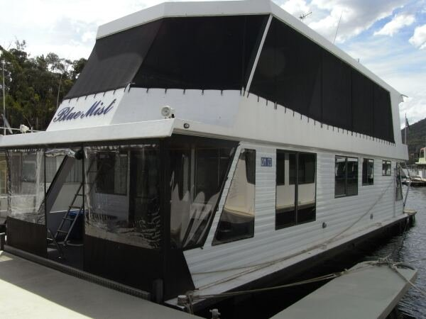 Houseboat Holiday Home on The Water of Lake Eildon