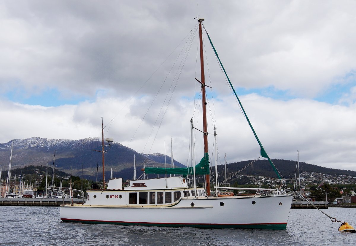 "Purdon & Featherstone 42 Launch ""Awittaka"""