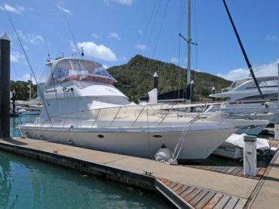 Sovereign 4000 Flybridge Cruiser