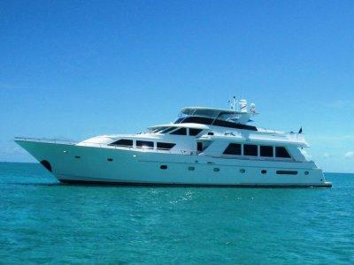 Queenship 97 Motor Yacht