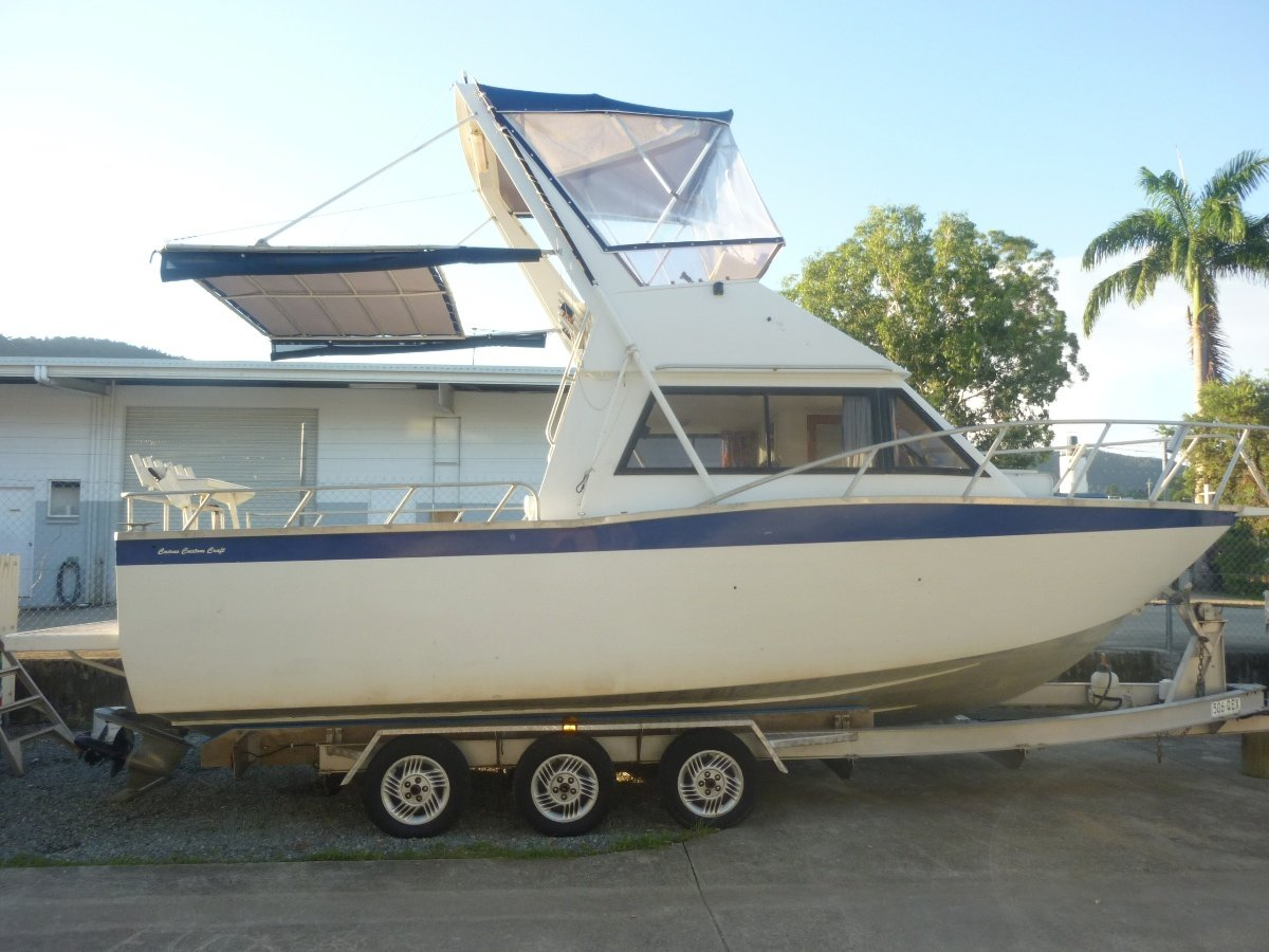 CAIRNS CUSTOM CRAFT 8M