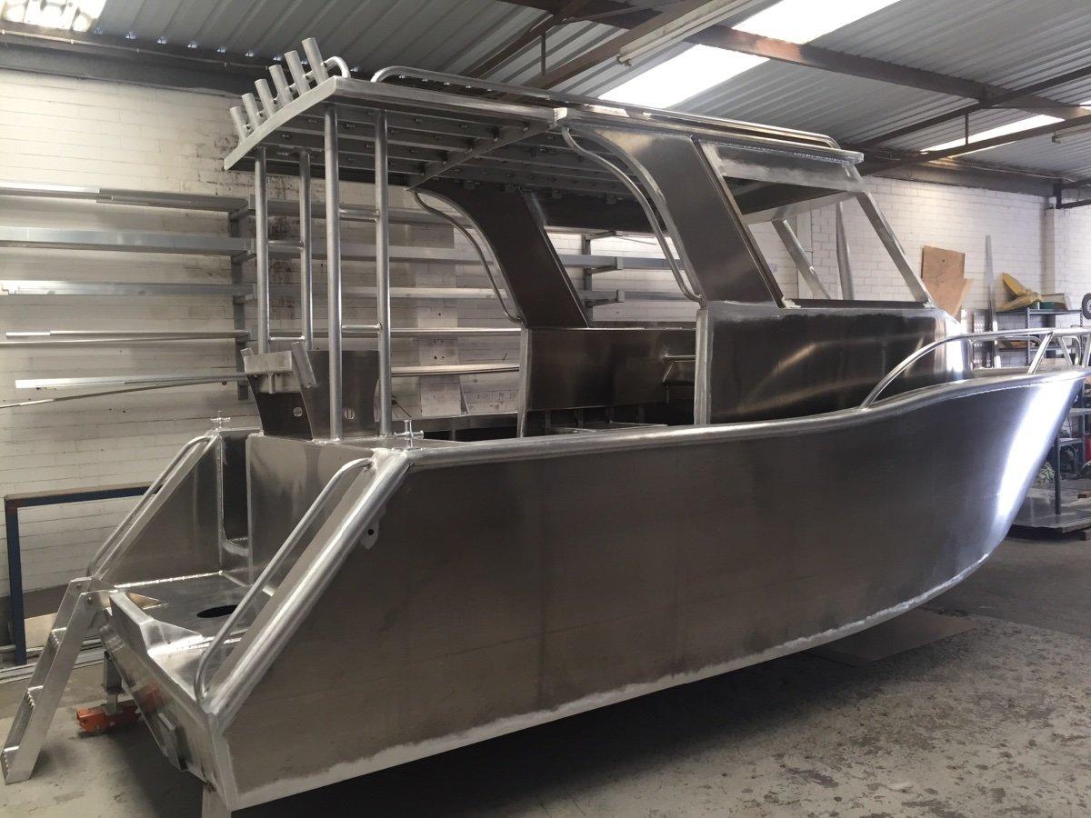 Preston Craft 6.5m Walkaround hard top