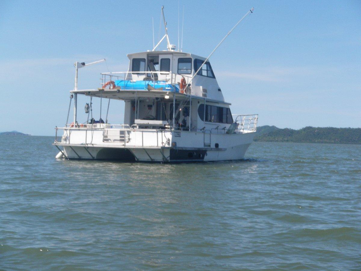 Nustar 40 Flybridge Catamaran