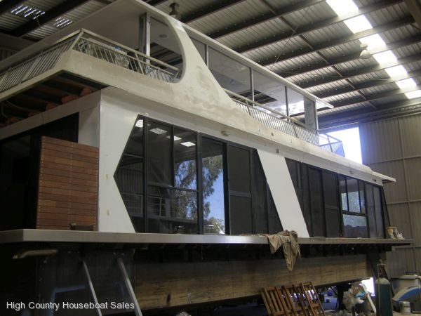 Houseboat Holiday Home on The Murray River or Lake Eildon