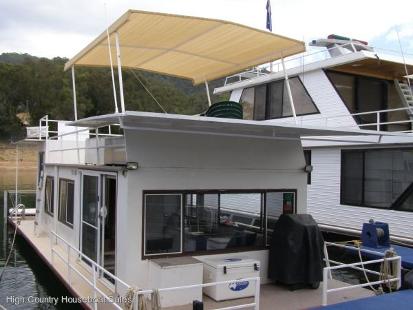 Houseboat Holiday Home on The Water of Lake Eildon, Vic