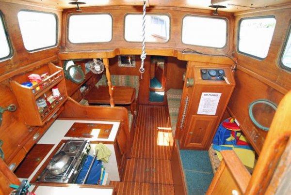 West Sail 33 Pilot House