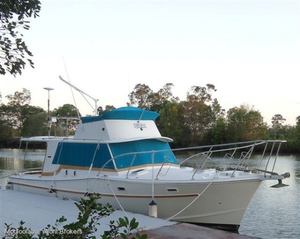 Aquarius 35 Flybridge Cruiser:Aquaruis 35