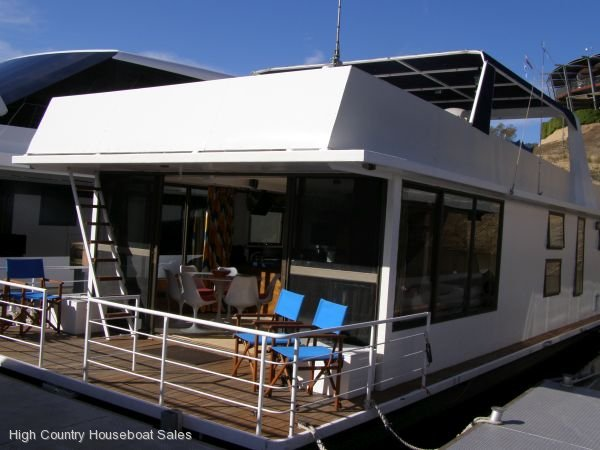 Houseboat Holiday Home on The Water of Lake Eildon, Vic.