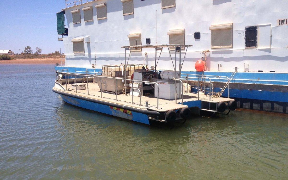 9.9m Workboat