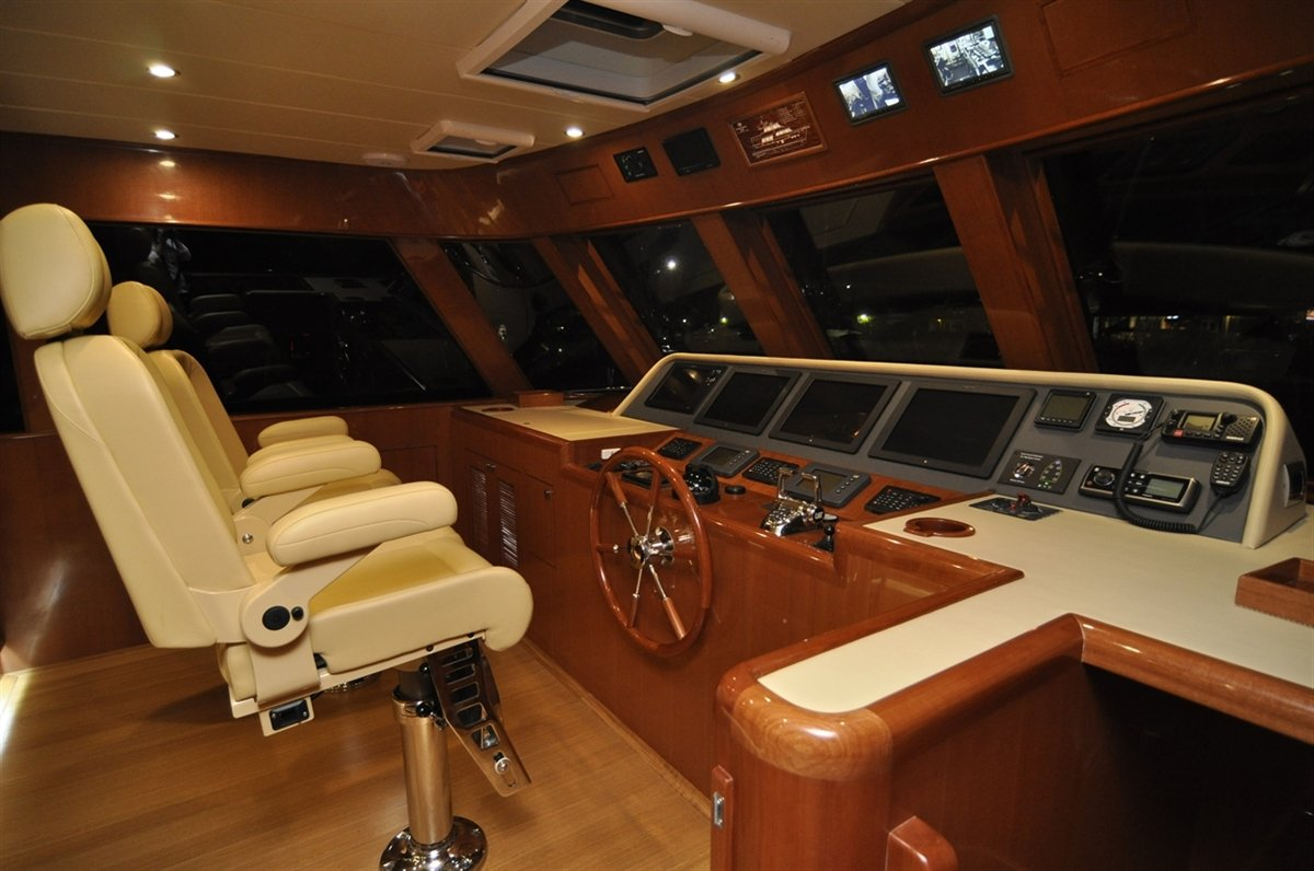 Hampton Endurance 720 Skylounge