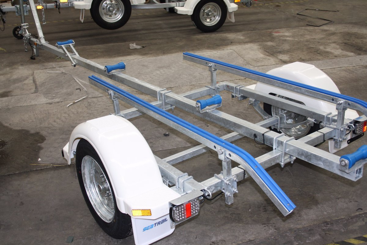 Tinny trailer with break back