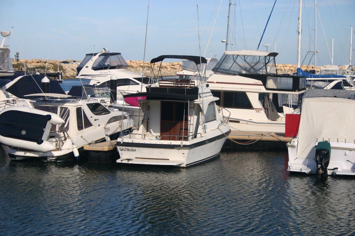 Statesman 28 Flybridge Cruiser by Leeder boats WA