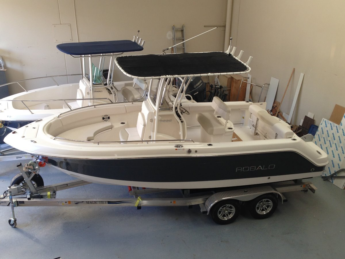 Robalo R222:Feature packed