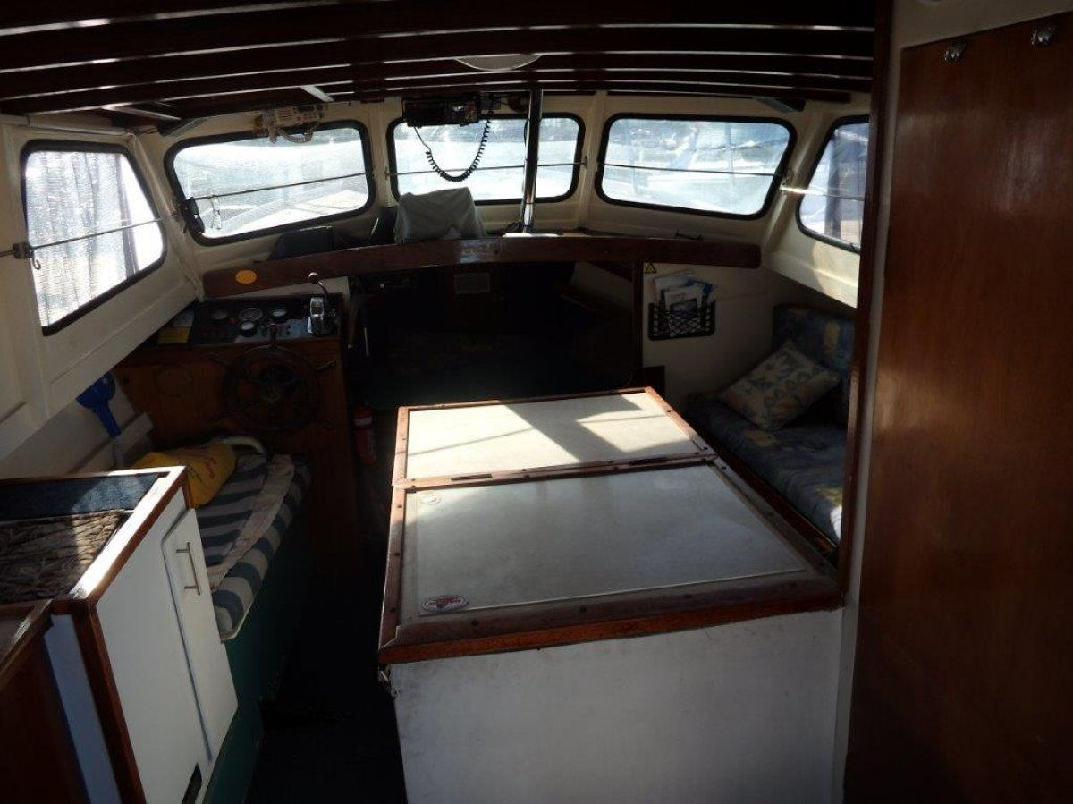 Kevin Dick 30 Flybridge Cruiser