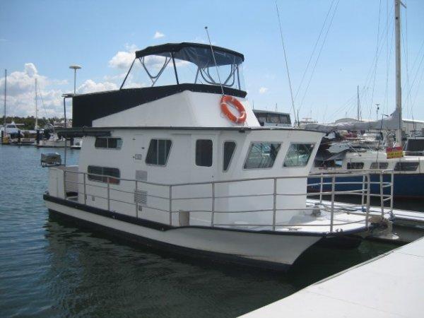 Buccaneer 33' Houseboat