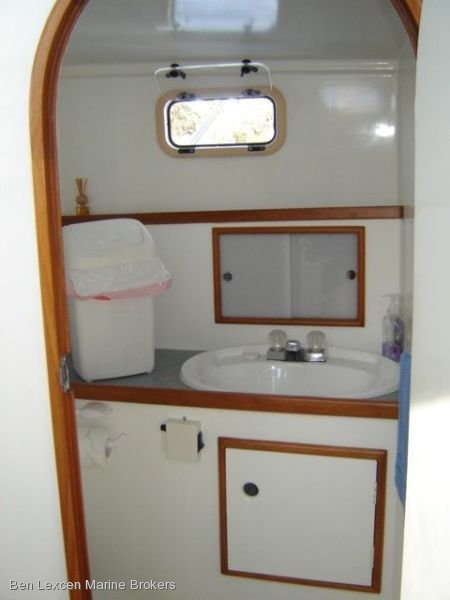Bertram EX Cray Converted TO Bertram 38 Flybridge