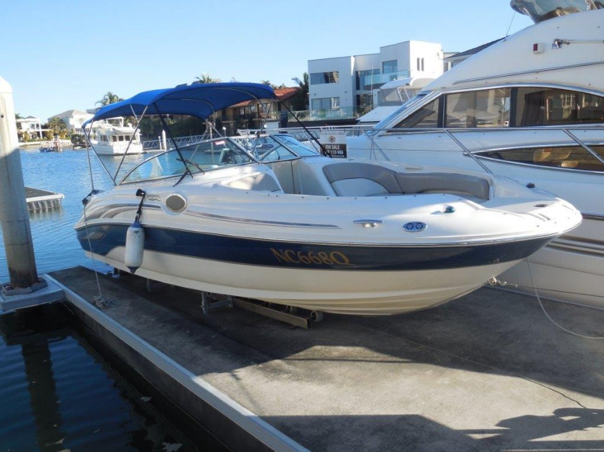 Sea Ray 240 Sundeck Mercuiser power kept out of the water