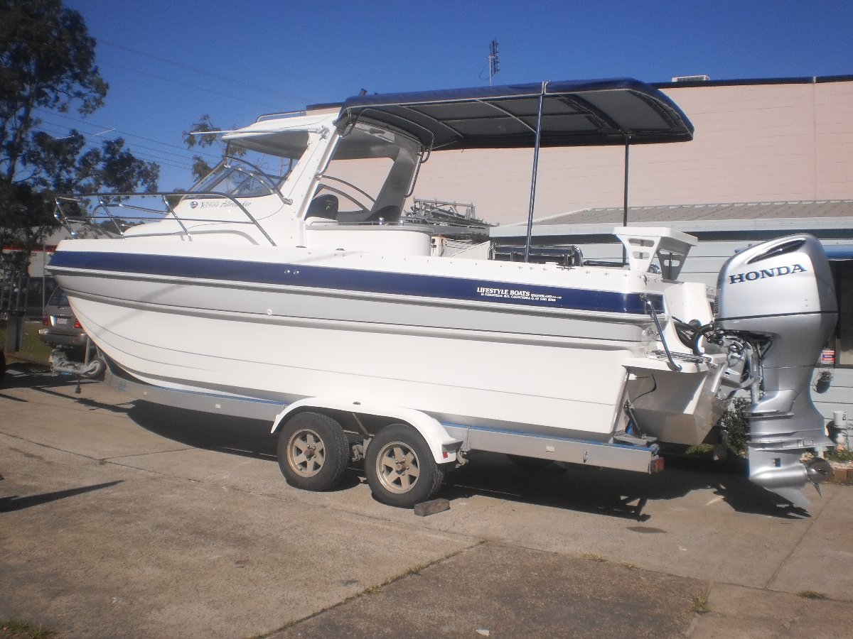 Lifestyle Allrounder X-7400 Multihull quality fibreglass boat
