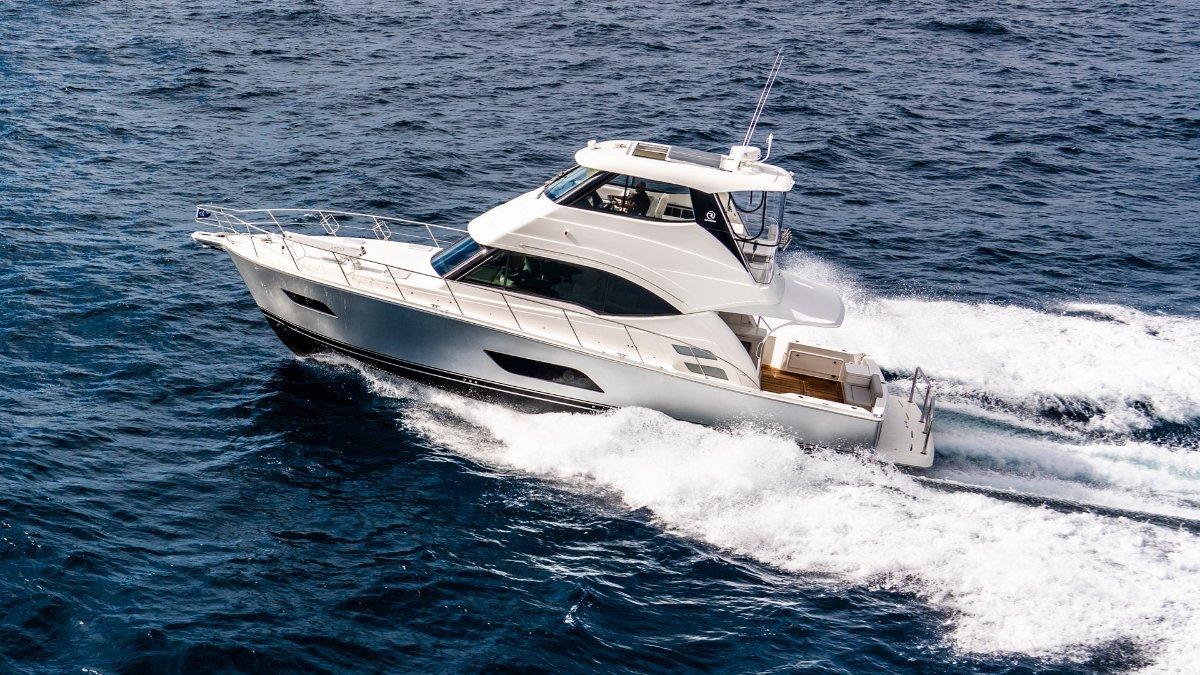 Riviera 52 Enclosed Flybridge