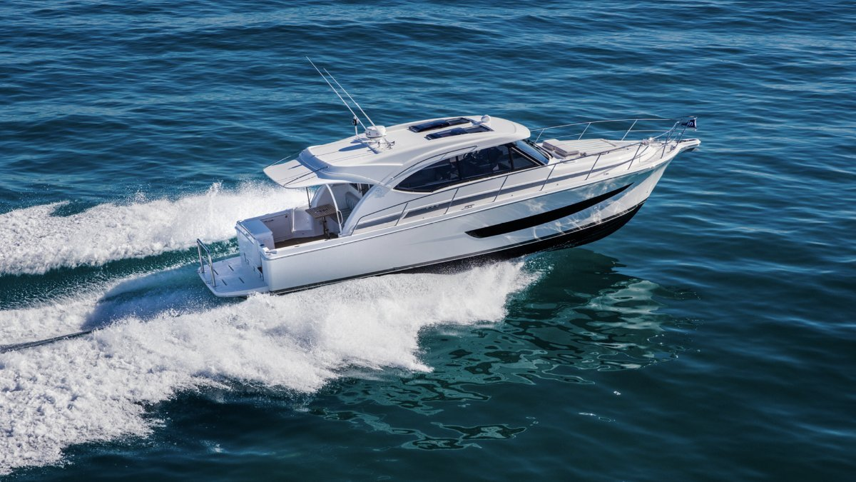 Riviera 77 Enclosed Flybridge