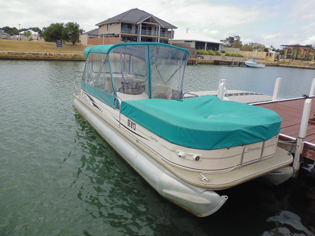 Sun Tracker Party Barge 27 Regency