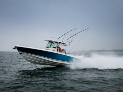 New Boston Whaler 330 Outrage Centre Console