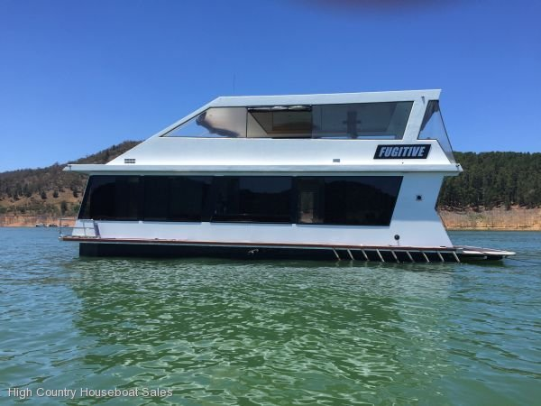 Houseboat Holiday Home on the Water of Lake Eildon:Fugitive 11 on Lake Eildon