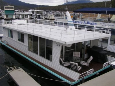 Houseboat Holiday Home on The Water of Lake Eildon:La Belle Aurore on Lake Eildon