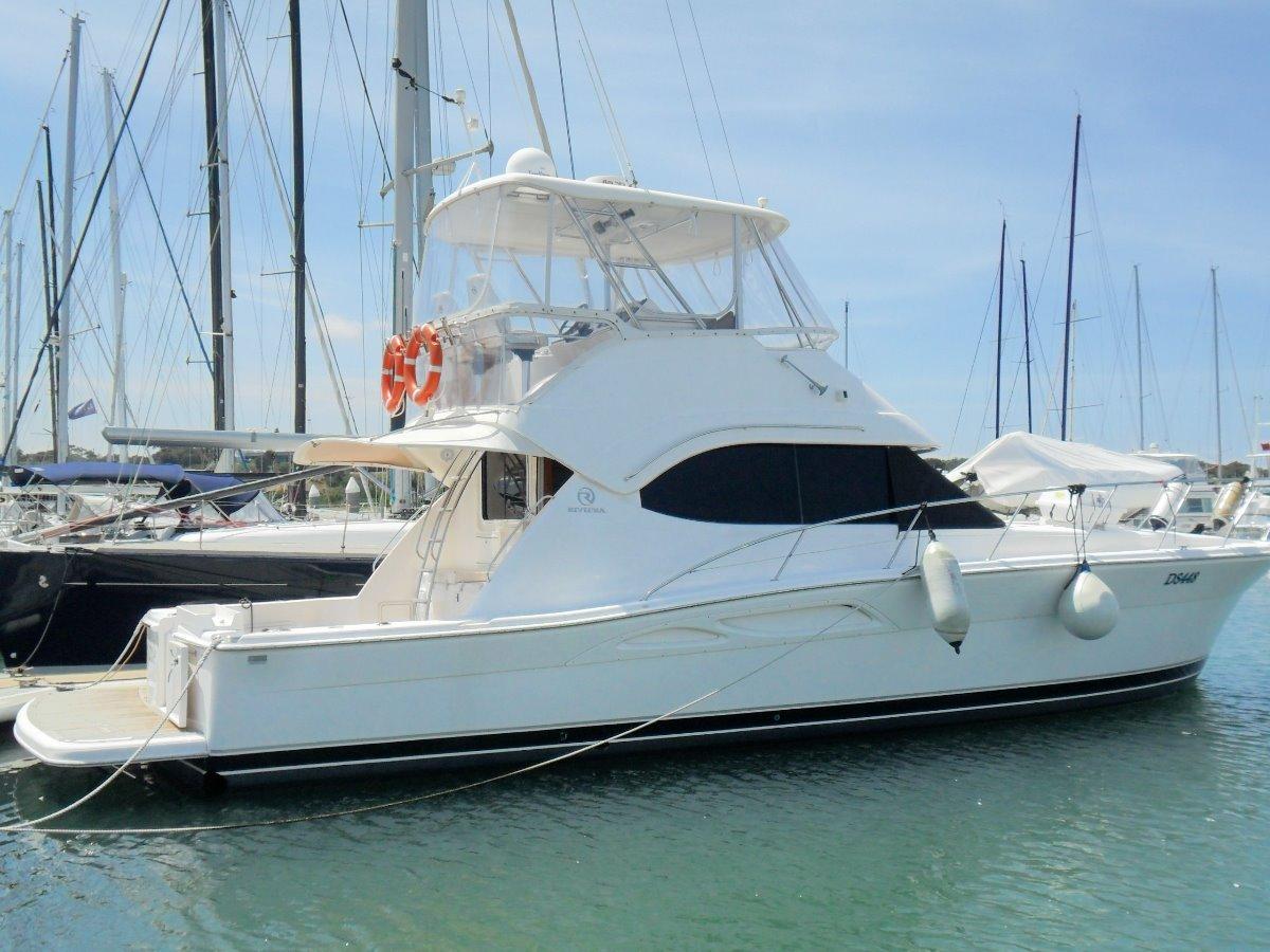 Riviera 42 Flybridge:Riviera 42 R Marine Jacksons