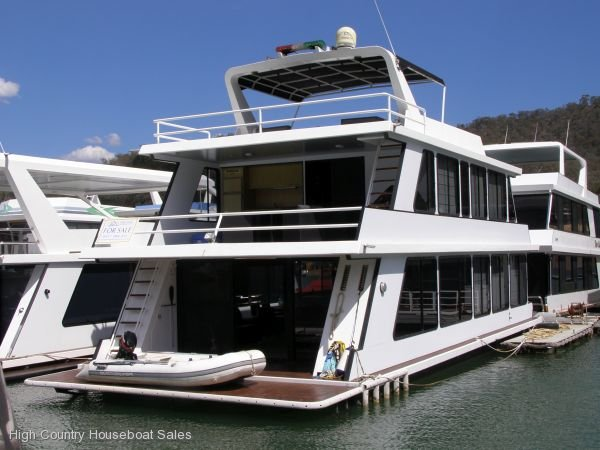 Houseboat Holiday Home on the Water of Lake Eildon:Sharper Image on Lake Eildon