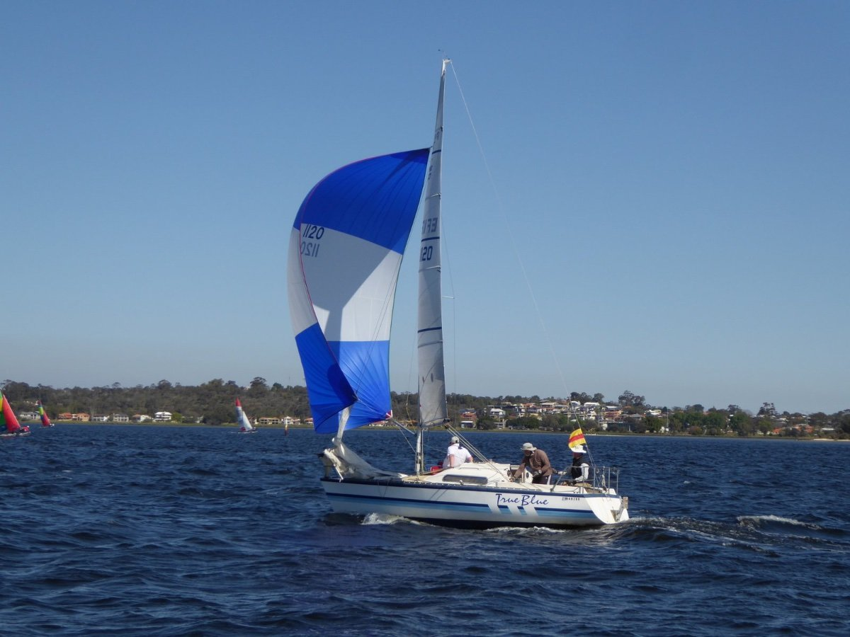 Farr 727:Racing with new spinnaker