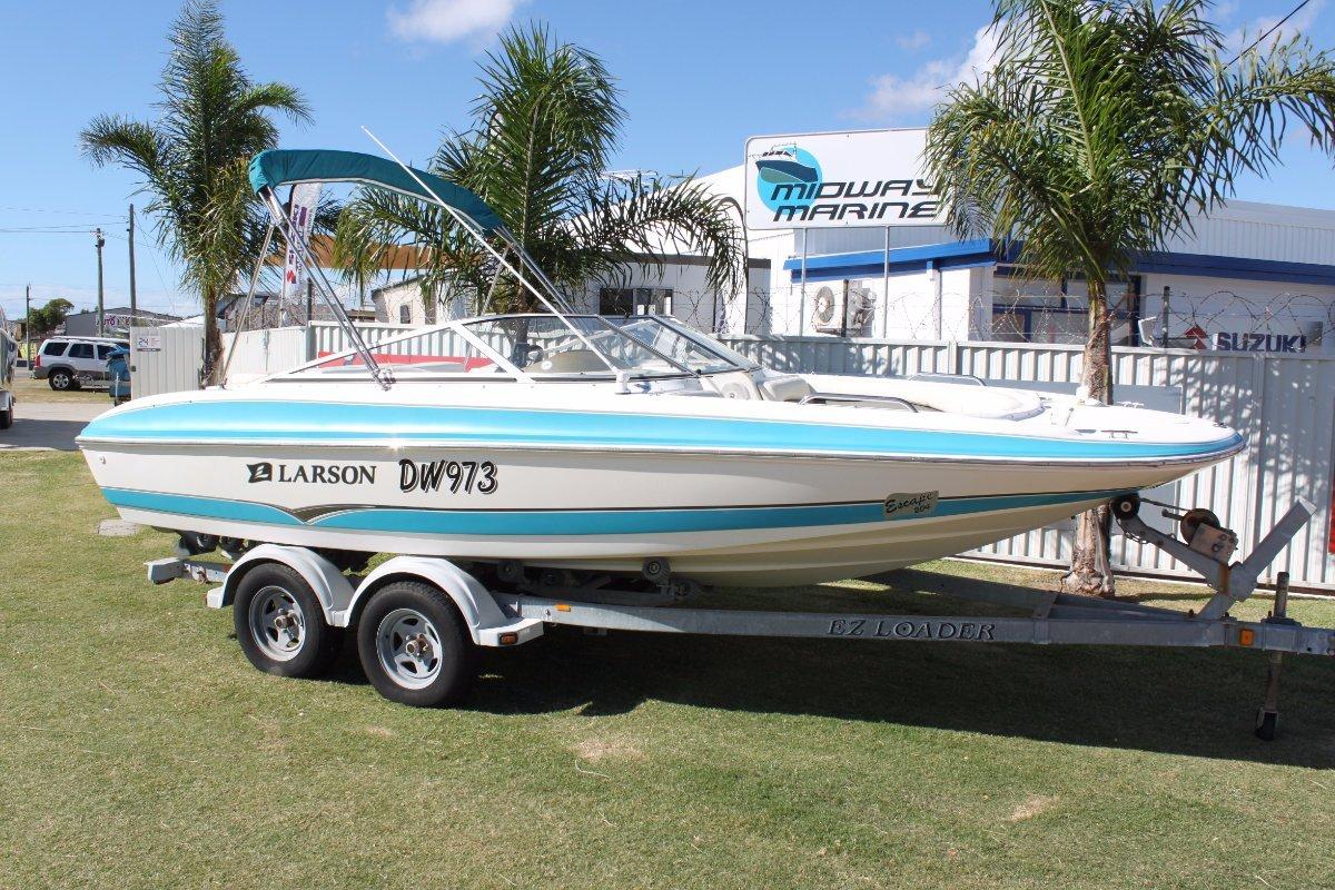 Larson Escape 204 ski boat