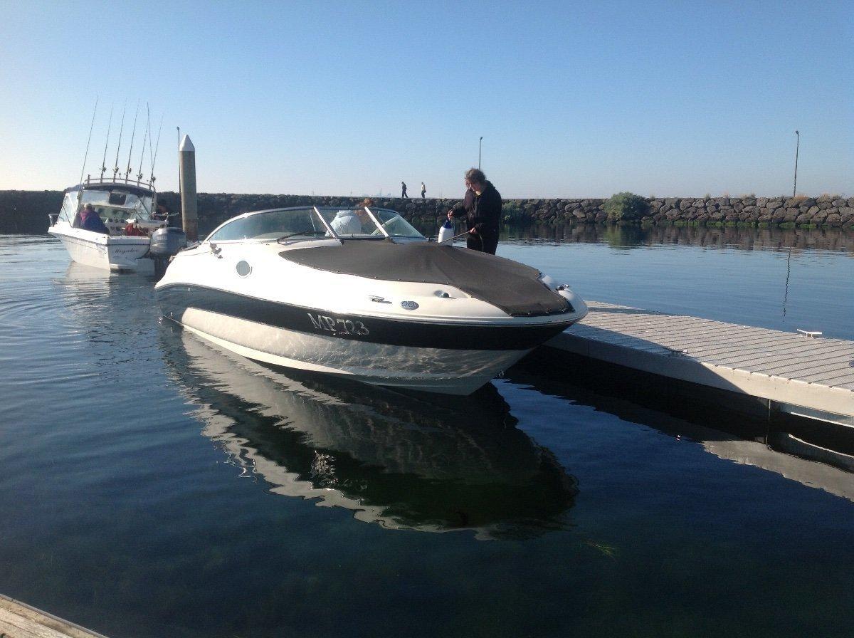 Sea Ray 240 Sundeck 2001 model