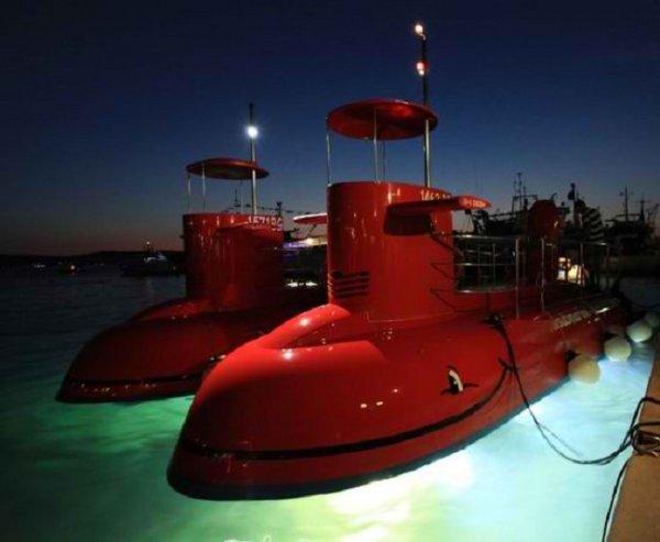 12 Pax Semi-Submarine