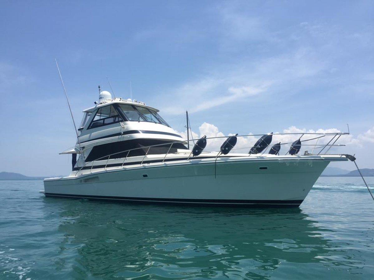 Riviera 48 Enclosed Flybridge perfectly maintained and presented