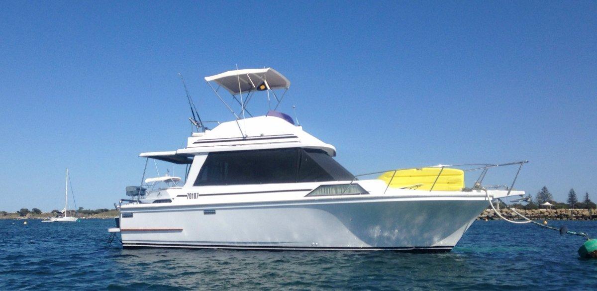 Mariner Flybridge Cruiser