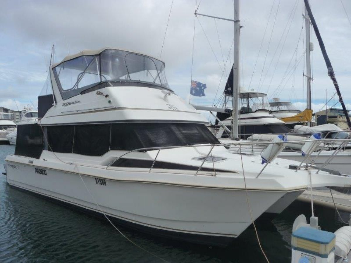 Powercat 3800 Flybridge Cruiser