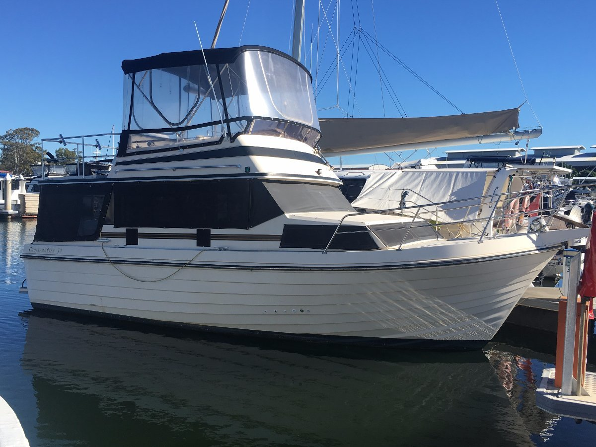 Cruisemaster 32 Flybridge Cruiser