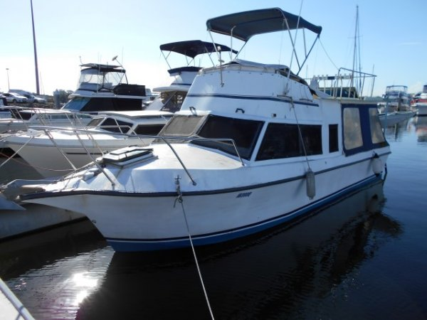Roberts 30 Flybridge Cruiser